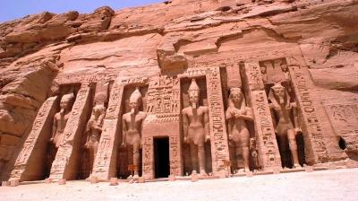 curly_nomad_egypt_abu_simbel_nefertari