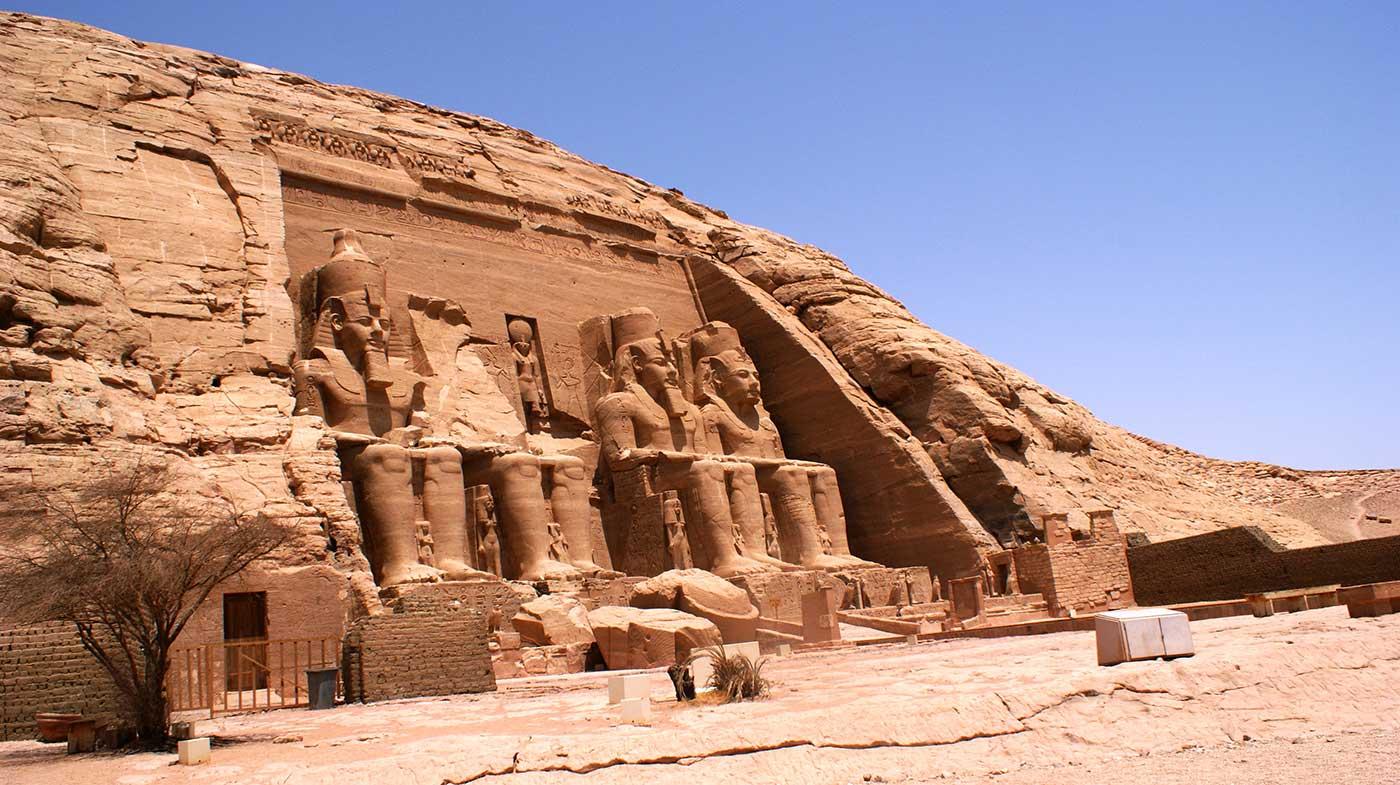 curly_nomad_egypt_abu_simbel_pharaohs