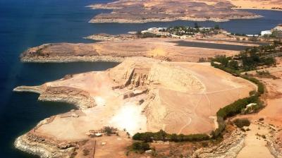 curly_nomad_egypt_abu_simbel_plane