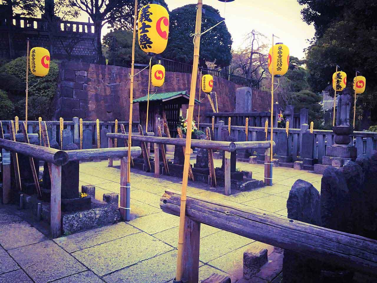 curly nomad japan 47 ronin sengakuji temple cemetery image