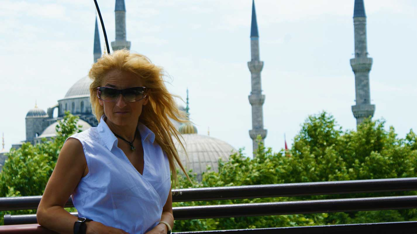 curlynomad turkey istanbul sultanahmet camii blue mosque sunny photo