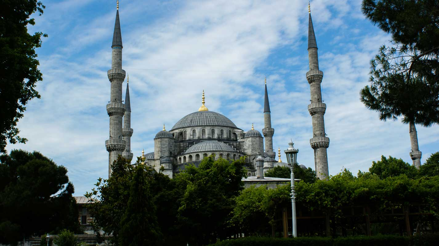 curlynomad turkey istanbul inside blue mosque outside sultanahmet camii photo