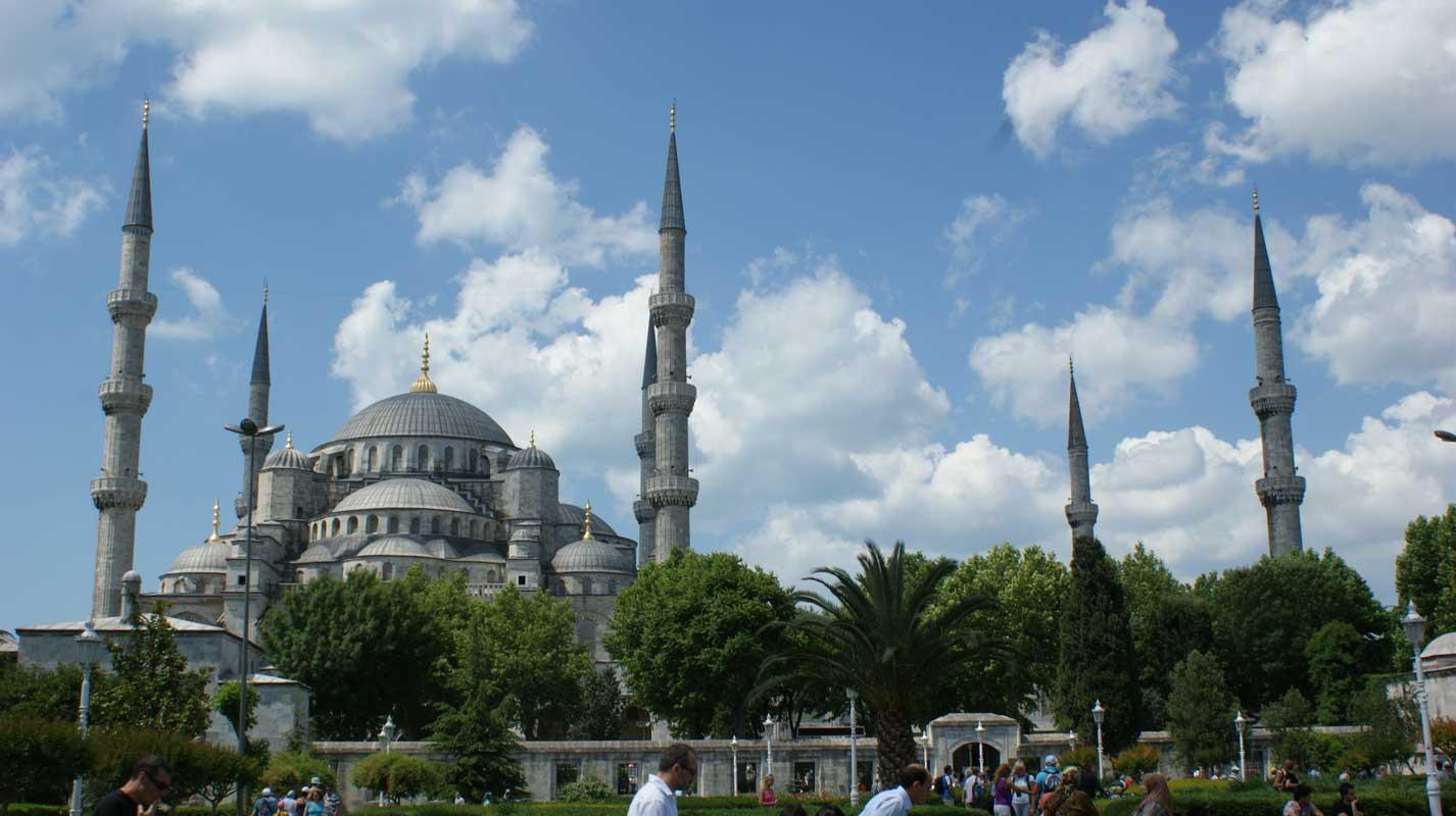curlynomad turkey istanbul inside blue mosque sultanahmet camii photo
