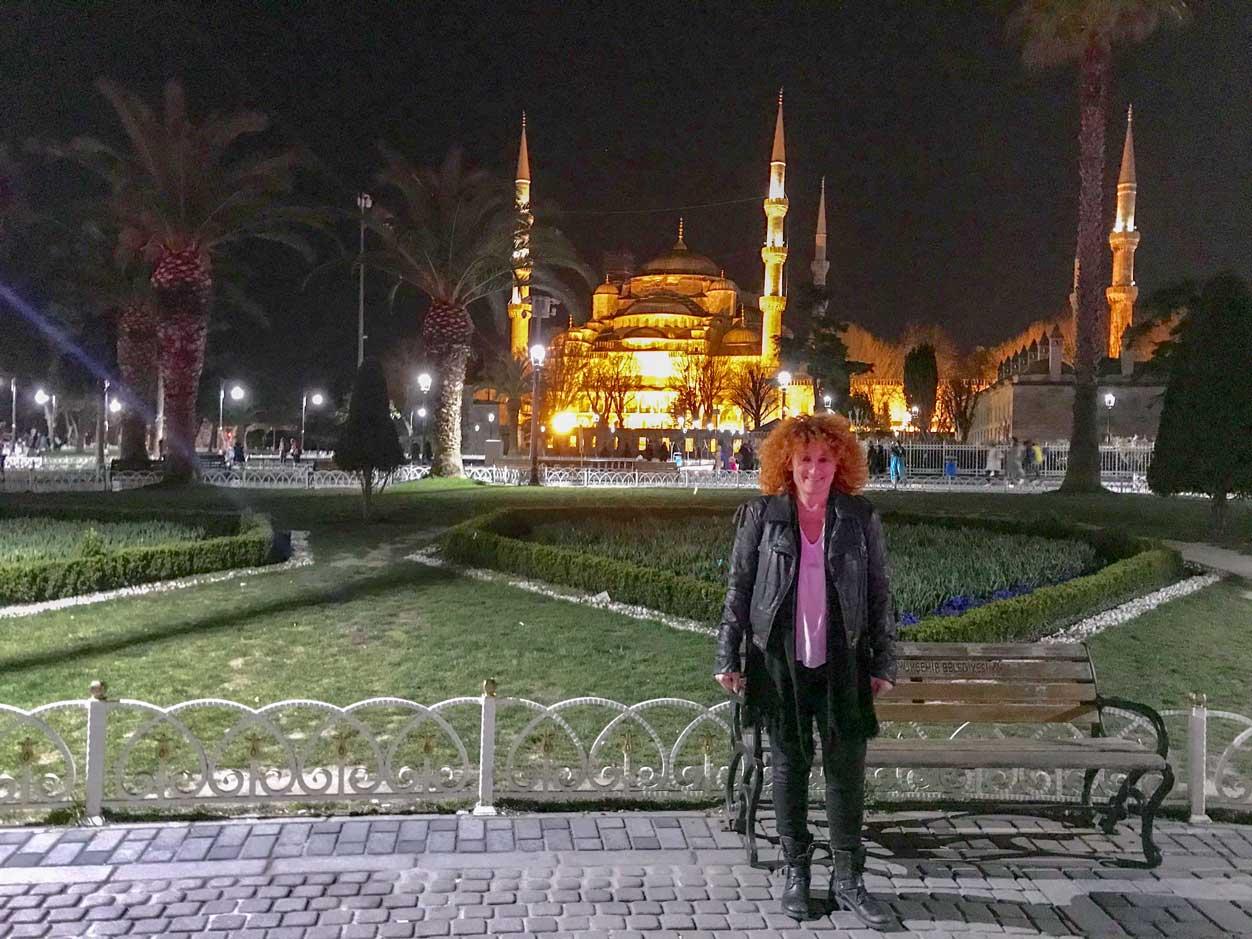 curlynomad turkey istanbul sultanahmet camii blue mosque night lights photo