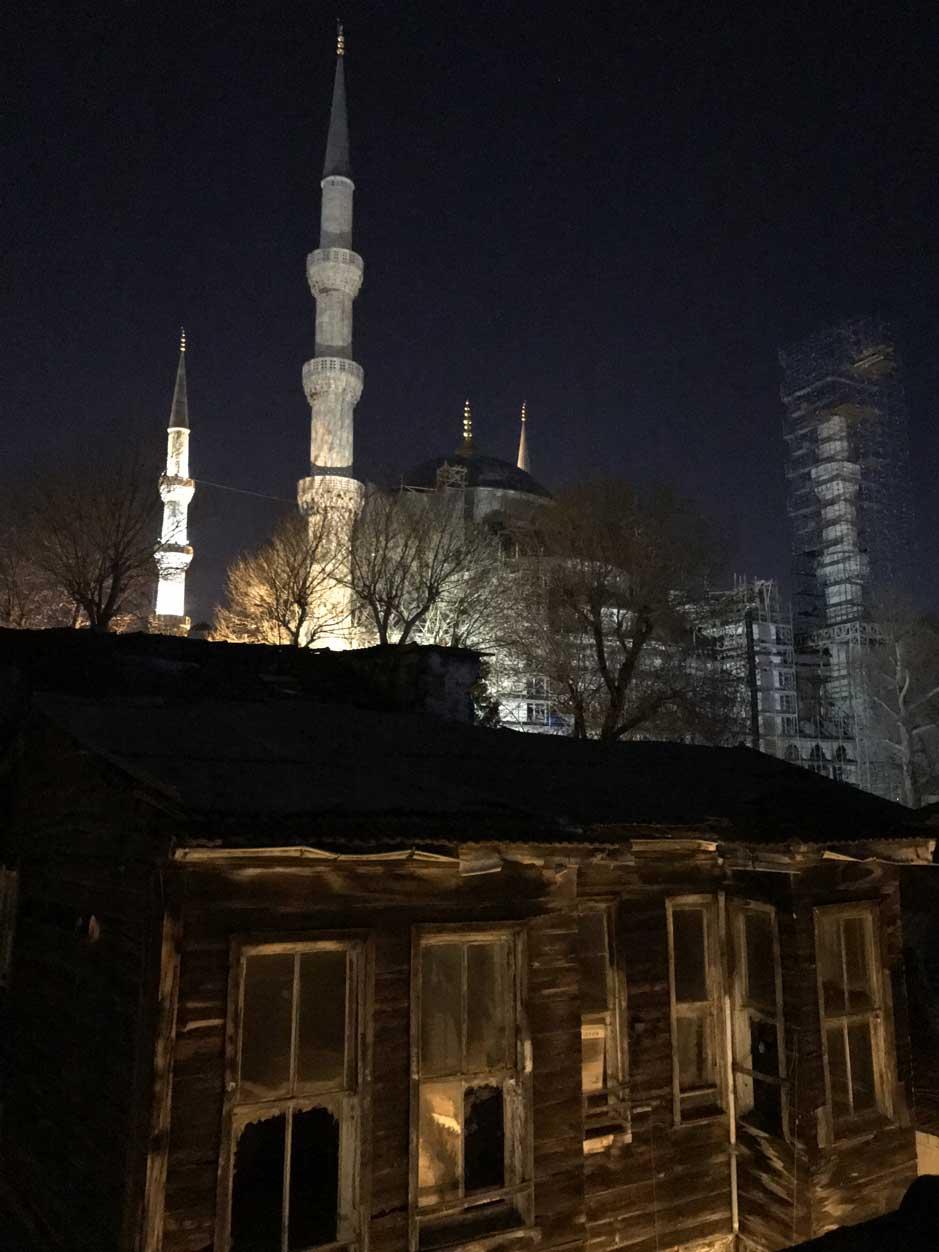 curlynomad turkey istanbul sultanahmet camii blue mosque night prayer photo