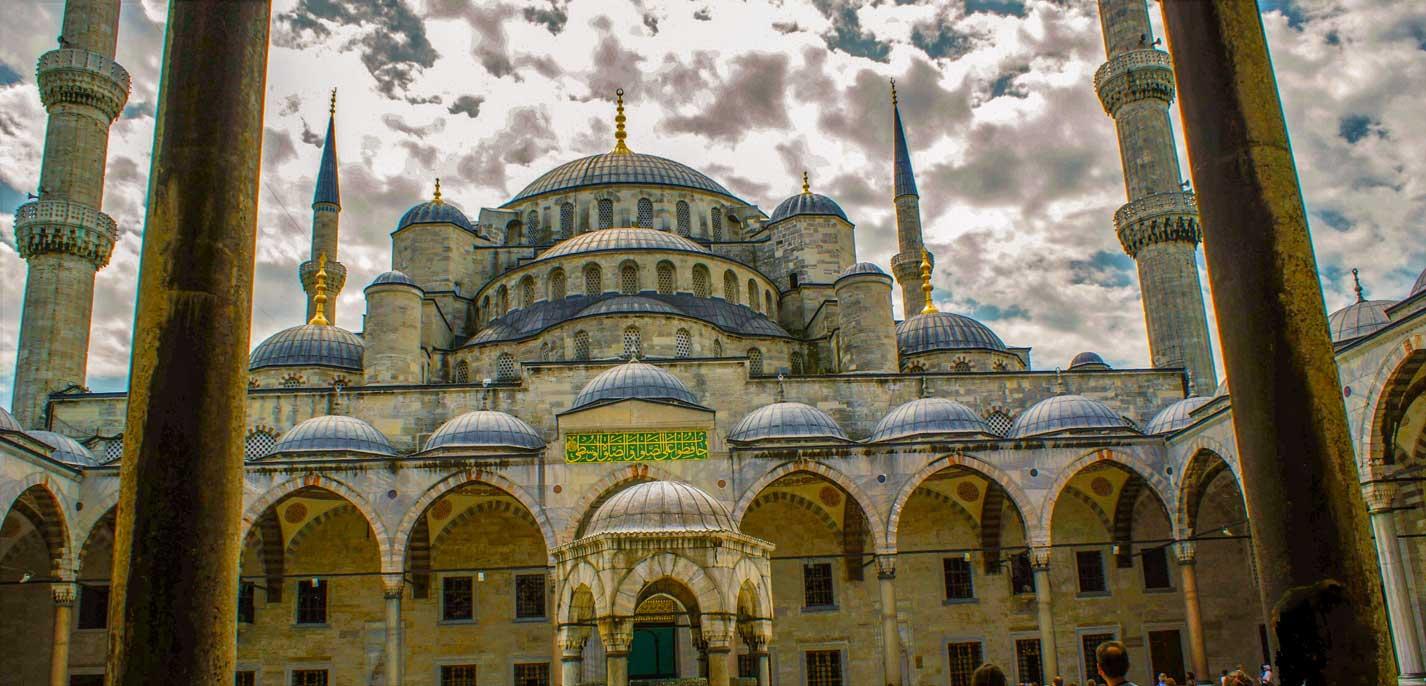 curlynomad turkey istanbul inside blue mosque entering sultanahmet camii photo