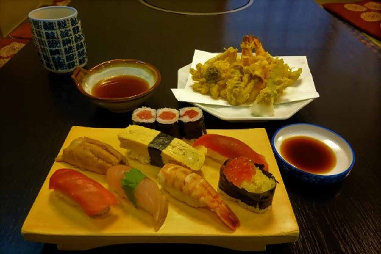 curly nomad asia japan tokyo sushi tempura foodie's delight photo