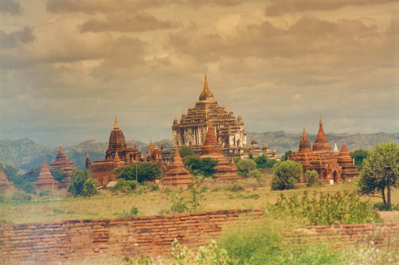 curly nomad asia myanmar burma temples bagan photo
